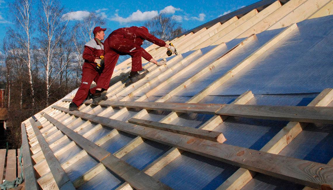 Фиксируется материал на смонтированной контробрешетке из деревянных реек 50х50 либо 32х50 мм.